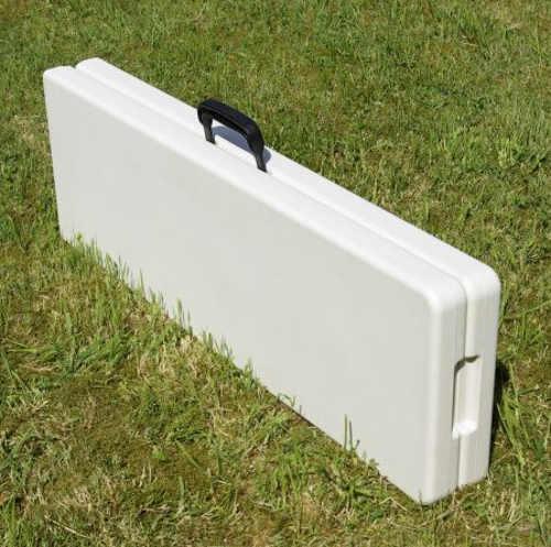 Složená lavice s madlem pro snadné přenesení
