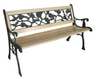 Levná dřevěná zahradní lavička dekorativní kování na opěradle