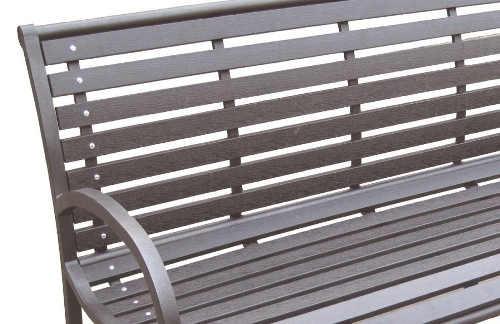 Zahradní lavička s plastovými latěmi