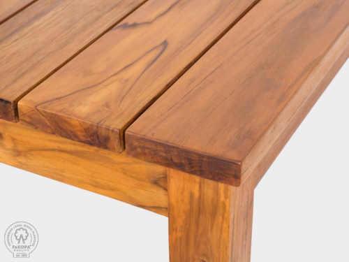 lavice z teakového dřeva