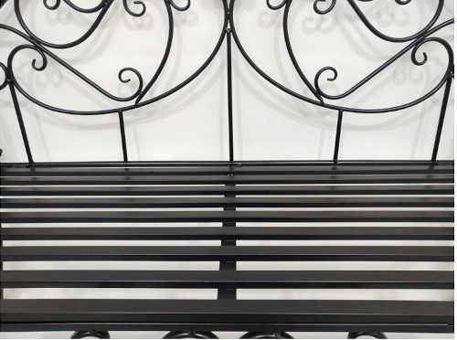 praktická kovová zahradní lavička